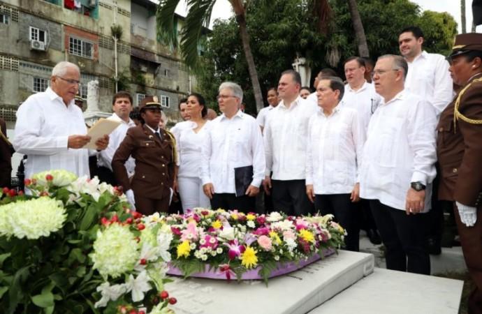 Autoridades nacionales y municipales participan de Romería hacia el Cementerio Amador