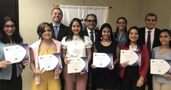ALTA e IAWA becan estudiantes de aviación en Panamá