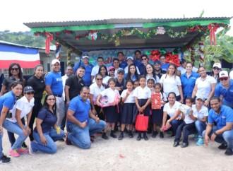 Voluntarios de Global Bank celebran la navidad junto a niños de la Fundación Pro Niños del Darién