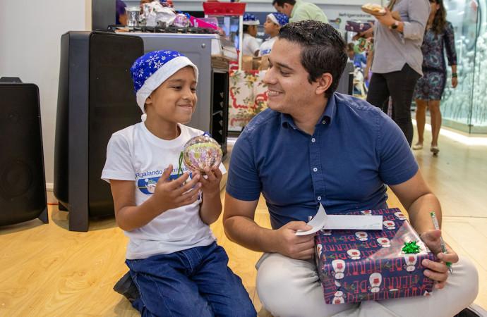 Samsung abre sus puertas para desear Feliz Navidad junto a niños de varias escuelas de la región
