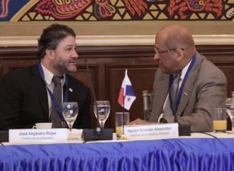 Ministro Rojas Pardini reitera compromiso de transparencia del sistema bancario panameño