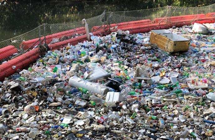 Marea Verde es ganadora de concurso internacional por su propuesta de dispositivo para atrapar basura en el río Matías Hernández