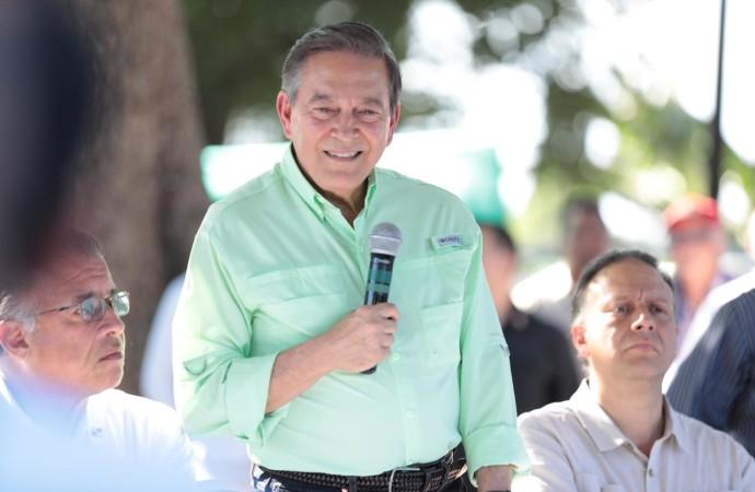 Presidente Cortizo entregó 33 sementales en Chiriquí
