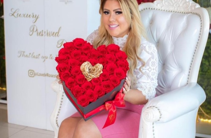 Tendencias florales para San Valentín 2020: arreglos en forma de corazón, acompañados de osos y globos
