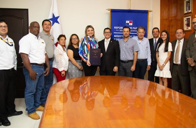 Mitradel ratifica dos convenciones colectivas que garantizan la paz laboral en el país