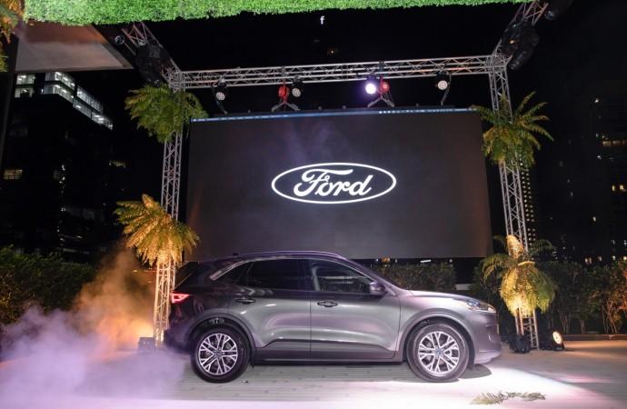 La rediseñada Ford Escape 2020 marca un nuevo estándar en las SUV pequeñas con su estilo deportivo, flexibilidad y tecnología exclusiva