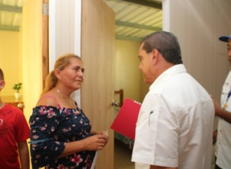 Miviot entrega 103 viviendas a familias del distrito de Tonosí