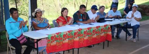 Ministra de Educación se reúne con comunidad educativa de Potrero de Caña