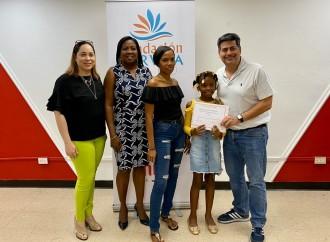 Franquicias Panameñas realiza entrega de Becas en beneficio de la educación panameña