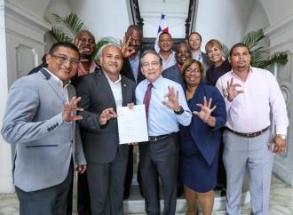 Gobierno mantendrá programas sociales en Colón