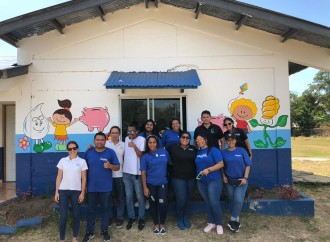 Voluntarios deGlobal Bank apoyan en la adecuación de espacios en la escuela El Potrero en Coclé