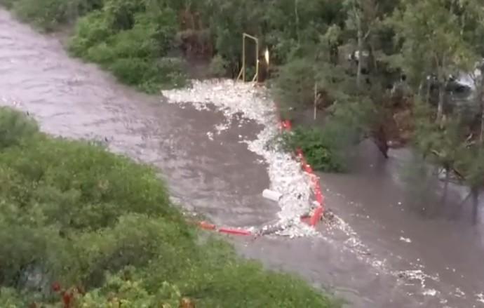 Fundación Marea Verde adelanta acciones tras ruptura de la barrera de desechos BOB, en el río Matías Hernández