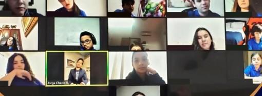 Celebridades y profesionales de diferentes industrias donan su tiempo a los niños para motivarlos en línea
