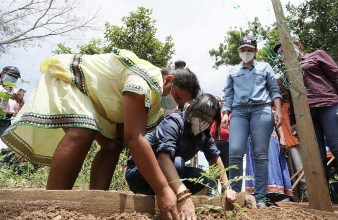 Ministra del MIDES y el Banco Mundial lanzan proyecto para potenciar granjas autosostenibles