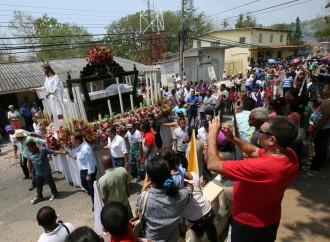 Pareja presidencial participó de tradiciones de Semana Santa en San Carlos