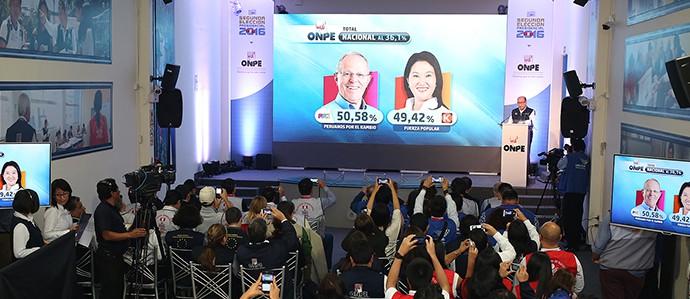 ONPE: PPK tiene 50,58% y Fujimori 49,42% en primer boletín de elecciones en Perú