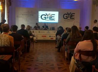 Ministro Henríquez participa en España en el Foro Global de Jóvenes Líderes