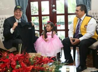 Presidente Varela recibe a Janeth Díaz, niña símbolo de la Teletón