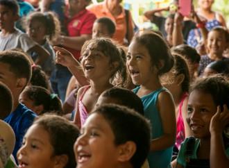 Niños y Niñas de Alcalde Díaz disfrutaron una tarde de Títeres con Festín 2017