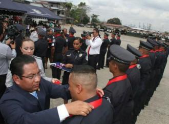 Condecoran a 100 unidades de la Policía Nacional por su desempeño