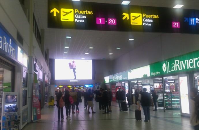 Reabre la aviación internacional y el SNM detalla requisitos de entrada a Panamá
