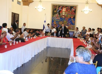 Presidente Varela se reúne con afectados por el dietilenglicol; Gobierno inaugura centro para su atención
