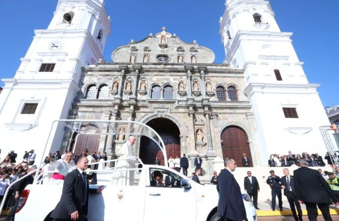 Papa Francisco consagra altar de la Catedral Basílica Santa María la Antigua