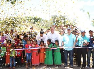 Presidente Varela sigue entregando las obras que benefician al pueblo: 31 kilómetros de carretera y viviendas de Techos de Esperanza en la comarca Ngäbe Buglé