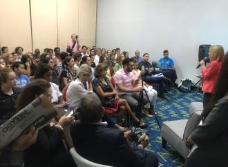 Escritora argentina presenta obra en Feria Internacional del Libro que nos enseña que somos nuestro principal emprendimiento
