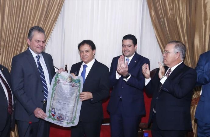 Consejo Municipal destaca logros del doctor Pablo Rojas Pardini