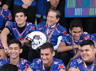 Presidente recibe a campeones del Torneo Internacional de fútbol americano