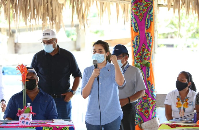 Ministras de Gobierno y Educación llegan a la comarca Emberá Wounaan