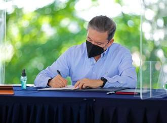 Presidente firma decreto que crea alianza estratégica entre Turismo, Conservación e Investigación (TCI)