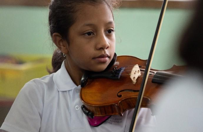 Violinista panameña fue elegida como joven intérprete 2020