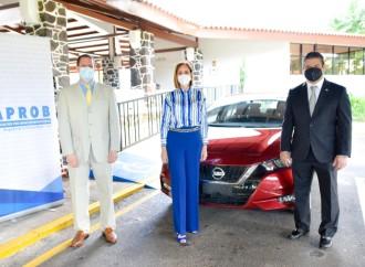 Claro Panamá entrega Auto al Despacho de la Primera Dama