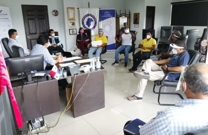 Defensoría del Pueblo promueve reunión entre dueños de buses colegiales y Gobernadores de Herrera y Los Santos