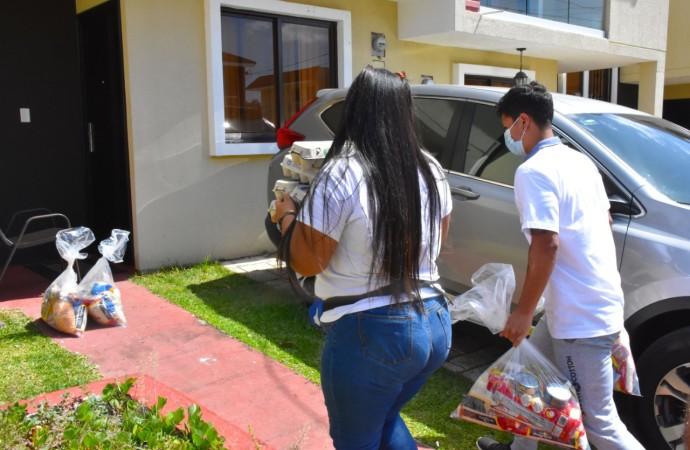 Voluntarios locales y extranjeros se han unido para entregar más de 14 mil bolsas de comida a familias afectadas por la COVID-19