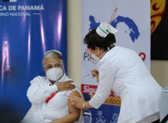 Enfermera Violeta Gaona,primera panameña en colocarse vacuna contra la COVID-19