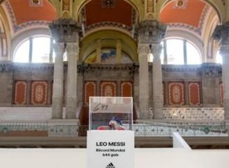 Adidas y Leo Mesi regalan las botas del récord al Museu Nacional d'Art de Catalunya, de Barcelona
