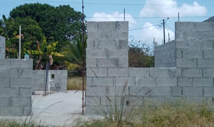 Inician trabajos de mejora y reconstrucción de viviendas en antiguo proyecto Las Praderas en Colón