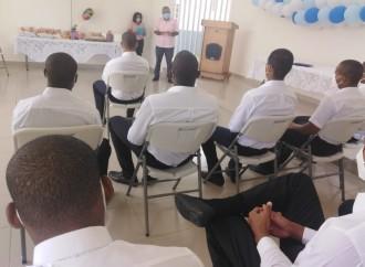 Jóvenes logran obtener sus certificados escolares