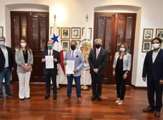 Miviot traspasa al Municipio de Panamá trámites de uso de suelo y código de zona
