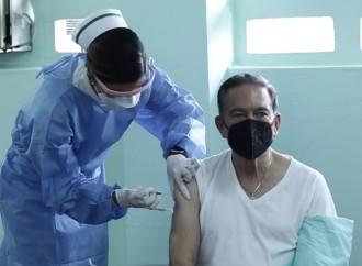 Presidente Cortizo Cohen recibe primera dosis de Vacuna contra Covid-19