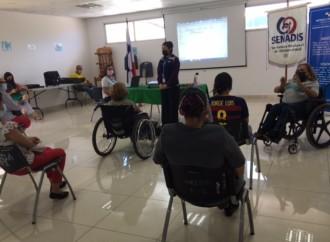 Capacitan a personas con discapacidad sobre sus derechos