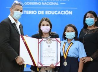 Entregan premios a educadores y centros escolares por la Orden Manuel José Hurtado 2020