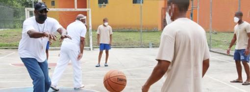 Gloria del baloncesto panameño Mario Butler, lidera clínica deportiva