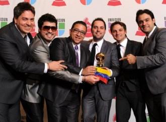Voz Veis, tres veces ganador del Latin Grammy, comparte todos sus éxitos en las plataformas digitales