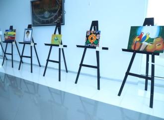 Artistas con autismo presentan exposición