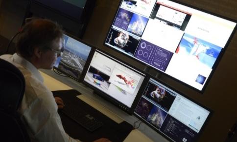 Reducción del desorden visual: de varios monitores a un espacio de trabajo unificado