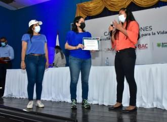 Capacitan a jóvenes en liderazgo comunitario y desarrollo de proyectos sociales